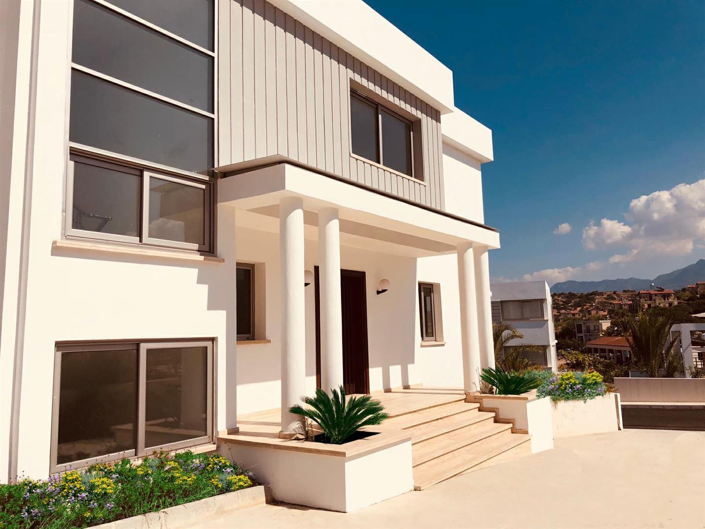 Awe-inspiring 4 bedroom beachside villa